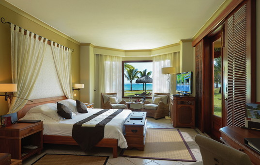 Indischer Ozean - MAURITIUS - Süd-Westküste, Le Morne Peninsula - Beachcomber Dinarobin Golf & Spa Villen - Stylish double bedroom with sea view