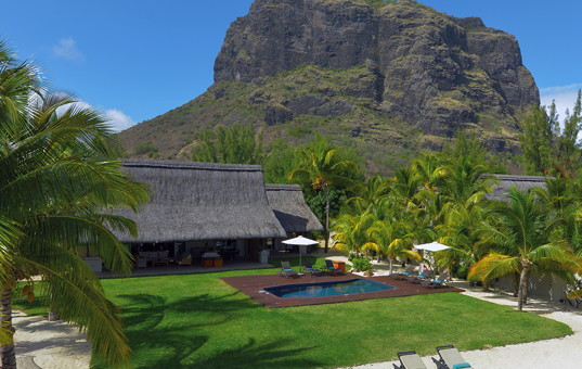 Indischer Ozean - MAURITIUS - Süd-Westküste, Le Morne Peninsula - Beachcomber Dinarobin Golf & Spa Villen - Private villa at the foot of a mountain with a garden, pool and direct access to