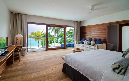 Indischer Ozean - MALDIVES - Baa Atoll / nördliche Malediven - Amilla Fushi Luxury Beach Villas - Large double bedroom with seaview and balcony