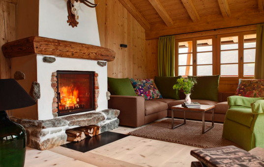 Österreich - TYROL - ZILLERTAL - Zell - Hochleger Jagdchalet - Cozy living room with large fireplace