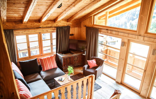 Österreich - TYROL - ZILLERTAL - Zell - Hochleger Sportchalet - Cozy living room with view of the ski slopes