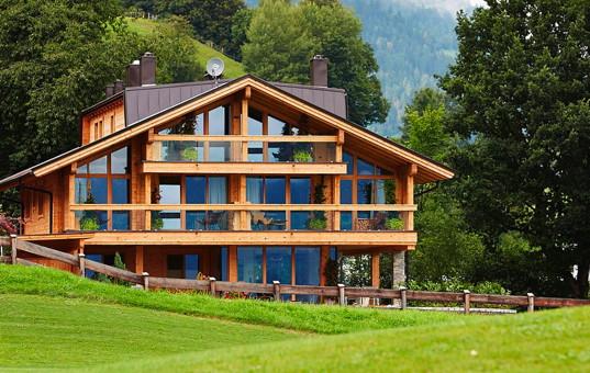 <a href='/holidayvilla/austria.html'>AUSTRIA</a> - <a href='/holidayvilla/austria/tyrol.html'>TYROL</a>  - <a href='/holidayvilla/austria/zillertal.html'>ZILLERTAL</a> - Uderns - ZillerLodge -