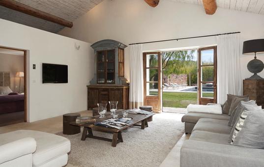 Frankreich - COTE D'AZUR - Ramatuelle - Villa Topaz - Living room with lounging corner