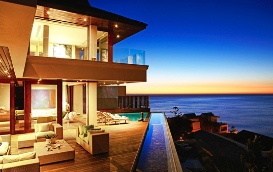 Afrika - SOUTH AFRICA - CAPE REGION - Cape Town - Ellerman House Villa One - Sea view at night Cape Town