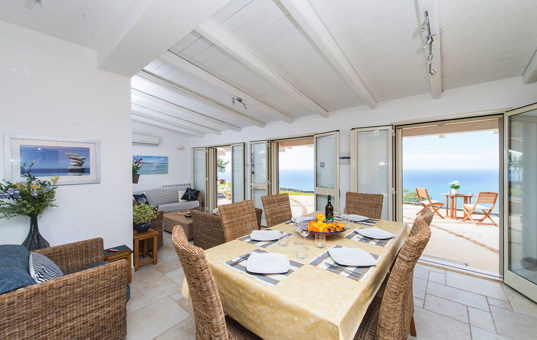 Italien - SICILY - Cefalu - Villa Cefalu - Bright living room with sea view