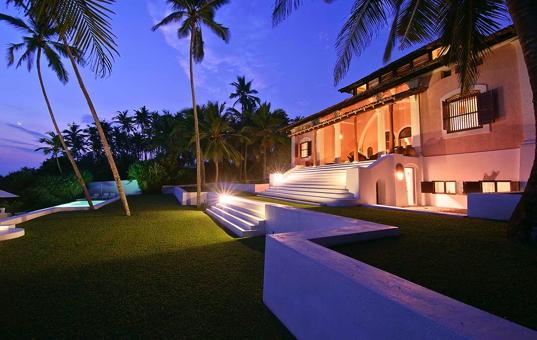 ferienvilla sri lanka am strand mit pool luxusvilla mieten. Black Bedroom Furniture Sets. Home Design Ideas