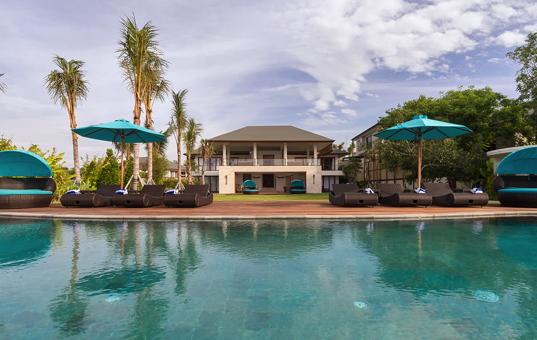 Moderne luxusvilla am meer mit pool  Luxusvilla Designvilla mit Pool und Service mieten bei DOMIZILE REISEN