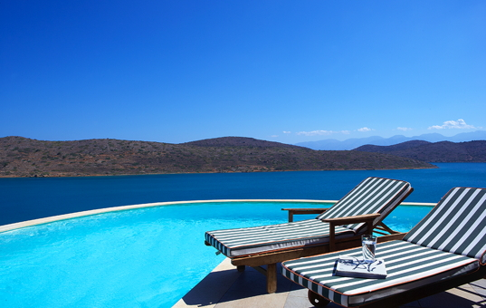 Griechenland - Kreta  - Elounda - Elounda Luxury Villa Collection - Relaxliegen am privaten Pool