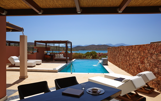 Griechenland - CRETE - Elounda - Elounda Luxury Residence - Viwe at the pool of Elounda Luxury Residence