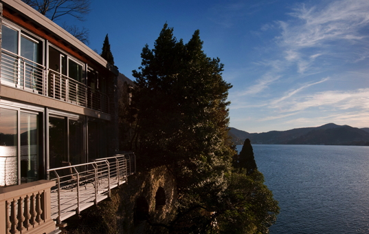 Italien - LAGO DI COMO - Blevio - Villa Amina - terrace on the shores of Lake Como