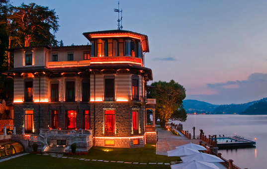 Italien - LAGO DI COMO - Blevio - CastaDiva Resort & Spa - sunset at exclusive hotel directly at Lake Como