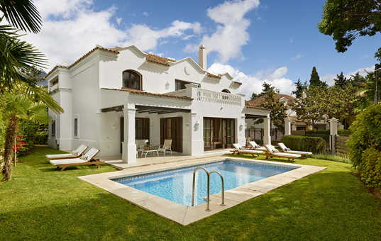 Spanien - ANDALUCIA - COSTA DEL SOL - Marbella - Marbella Club Villas - View of Marbella Club Villa with pool