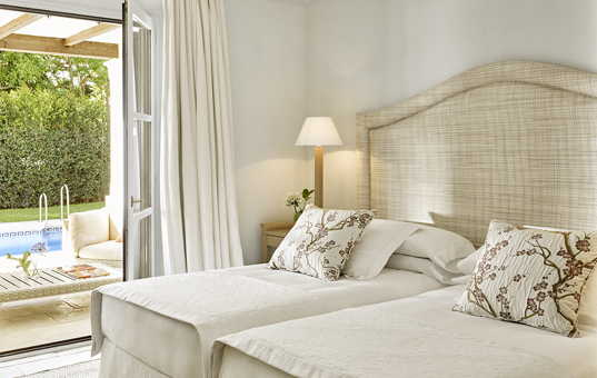Spanien - ANDALUCIA - COSTA DEL SOL - Marbella - Marbella Club Villas - Bright bedroom with terrace Marbella Club Villa