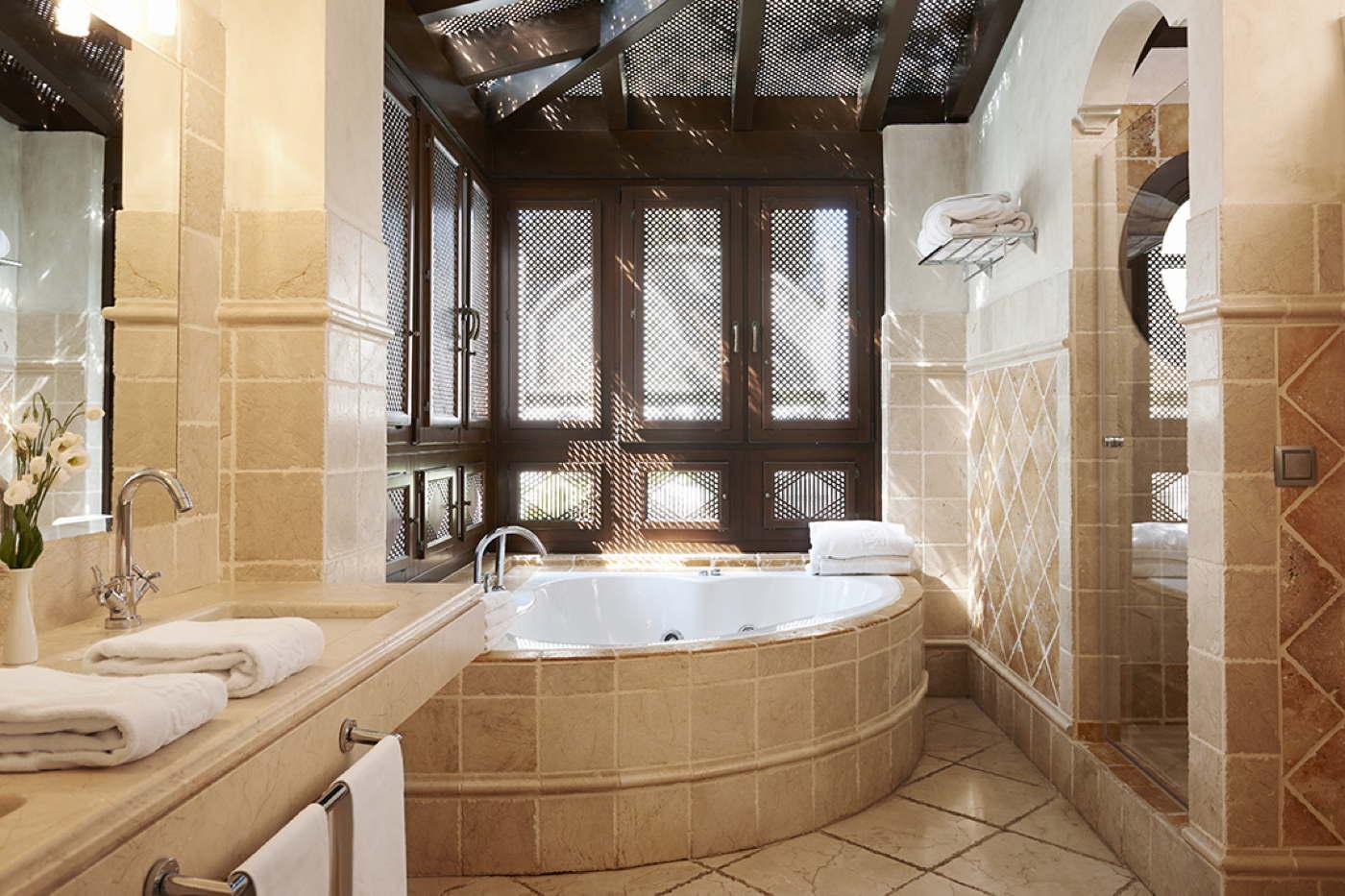 Luxusvillen mit pool im clubresort am meer spanien costa - Marbella club villas ...