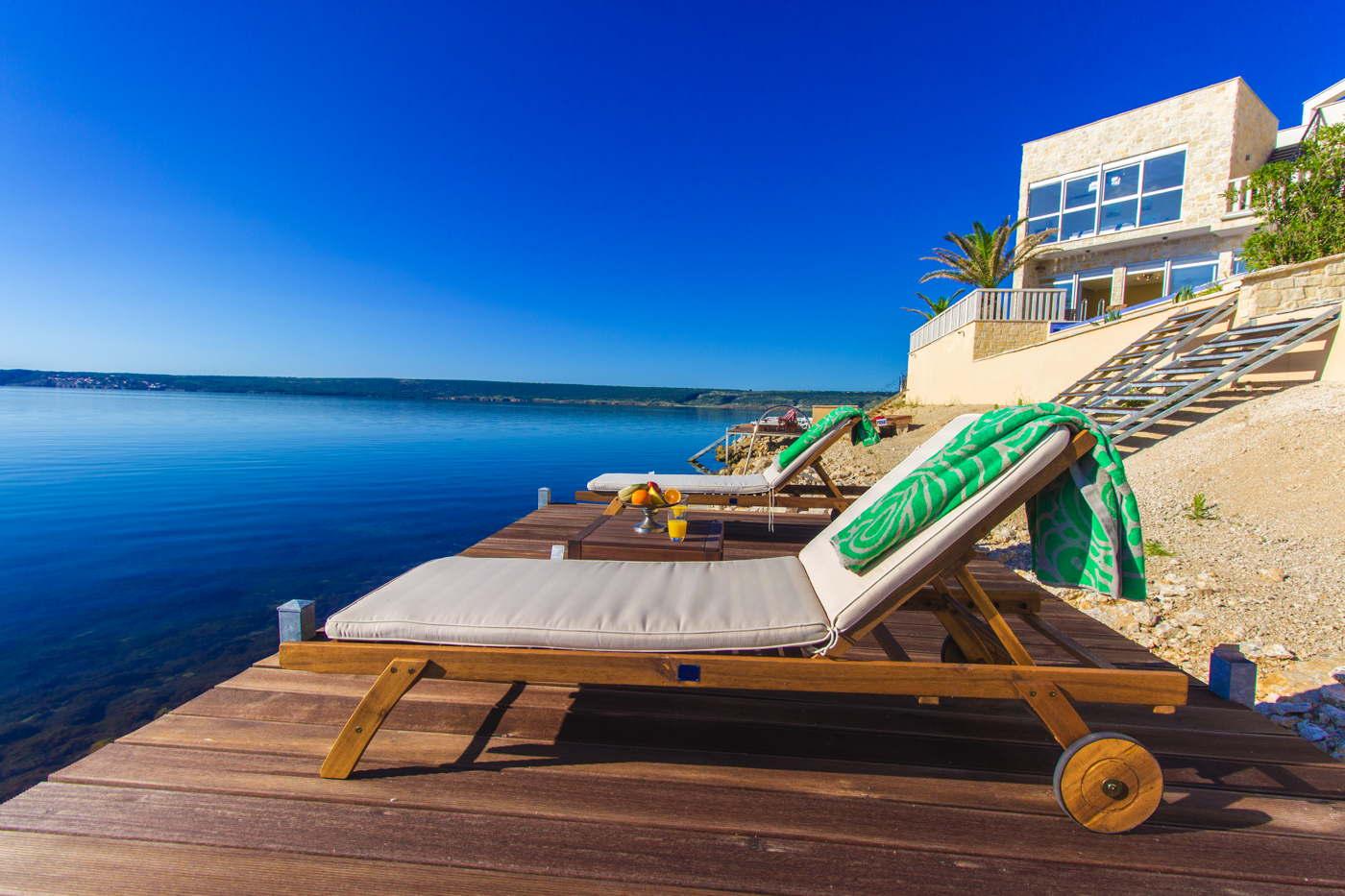Ferienvilla good cama am meer mit pool badesteg am for Kroatien villa mit pool