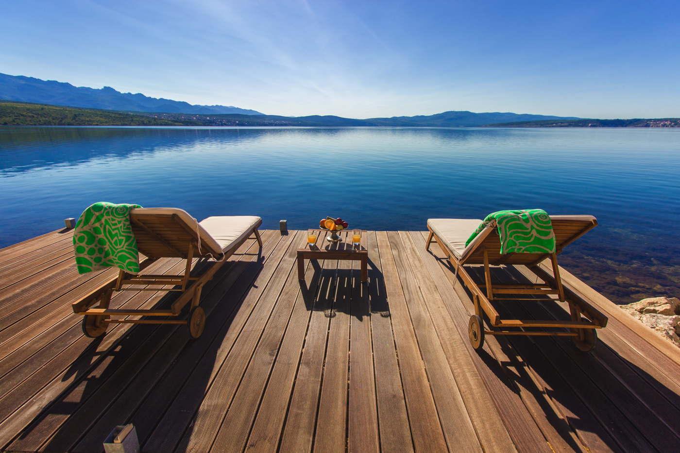 ferienvilla good cama am meer mit pool badesteg am privatstrand kroatien. Black Bedroom Furniture Sets. Home Design Ideas