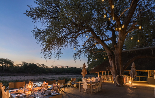 Afrika - SOUTH AFRICA - KRUEGER NATIONAL PARK - Timbavati Nature Reserve - Simbavati River Lodge - dinner in Simbavati Africa