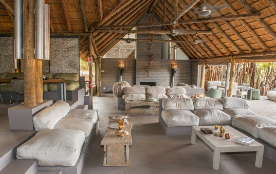 Afrika - SOUTH AFRICA - KRUEGER NATIONAL PARK - Timbavati Nature Reserve - Simbavati River Lodge - exclusive lounge area and bar in Simbavati Africain