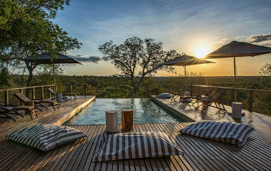 Afrika - SOUTH AFRICA - KRUEGER NATIONAL PARK - Timbavati Private Nature Reserve - Simbavati Hilltop Lodge - sunset at pool in Simbavati Africa