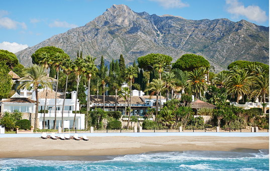 Spanien - ANDALUCIA - COSTA DEL SOL - Marbella - Villa del Mar - View of Villa del Mar directly on the sandy beach of Marbella