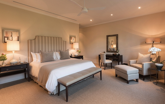 Afrika - SOUTH AFRICA - CAPE REGION - Franschhoek - Leeu Estates - spacious double bedroom Winelands South Africa