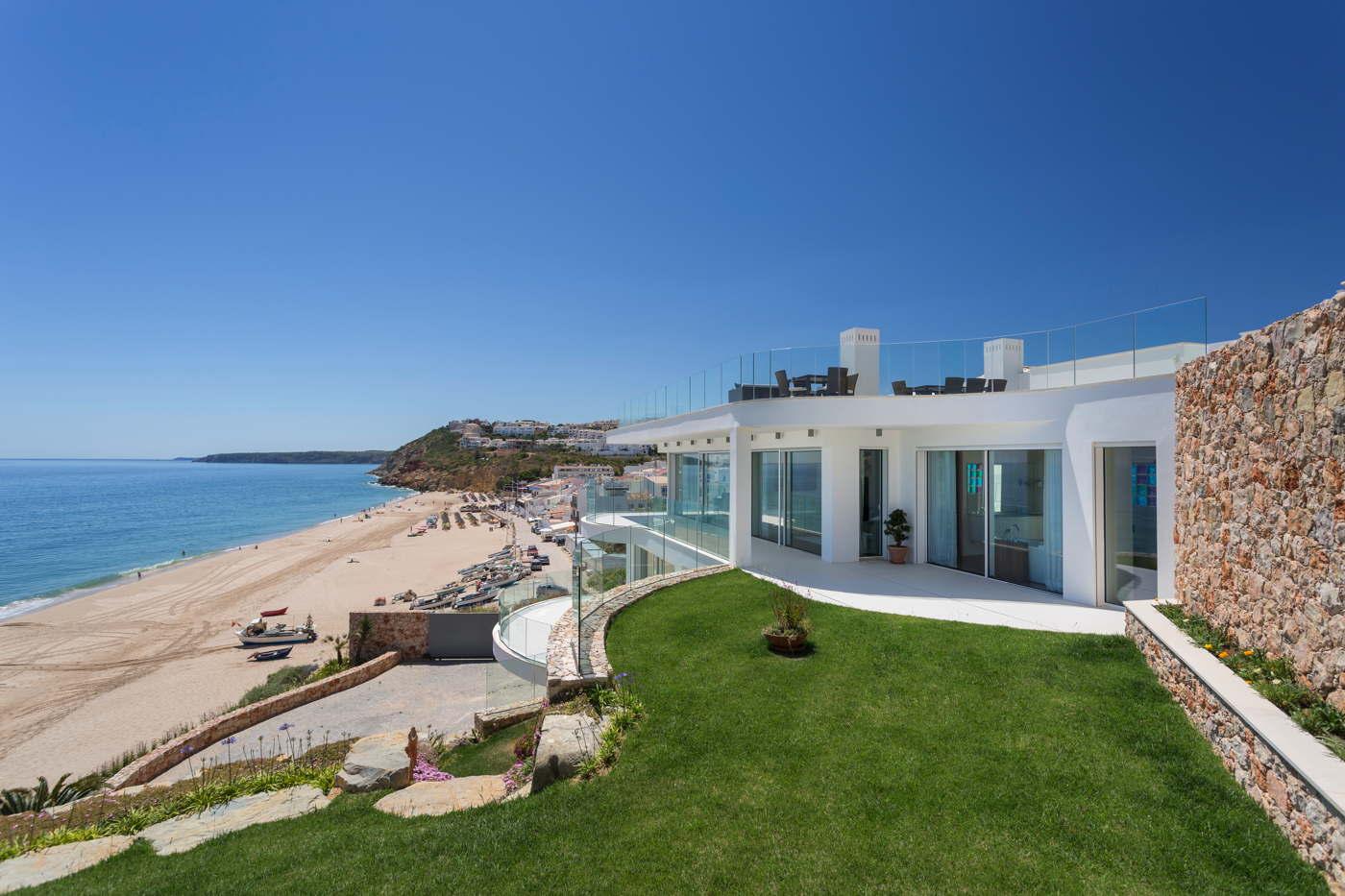luxusvilla direkt am sandstrand mit pool algarve portugal. Black Bedroom Furniture Sets. Home Design Ideas