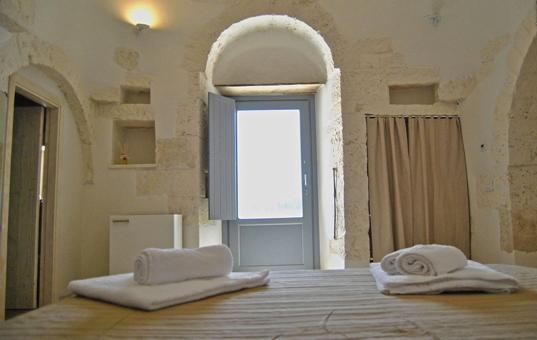 Italien - PUGLIA - Alberobello - Trullo Terra Madre - bedroom in trullo pulia