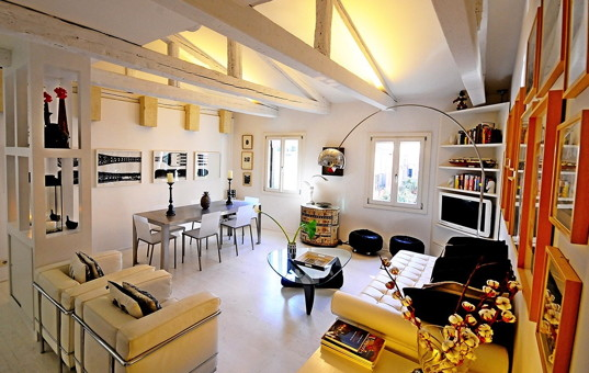 Italien - VENETO - Venedig - Apartment Ca Luna - Stylish living and dining room with Italian decoration in apartment Ca Luna