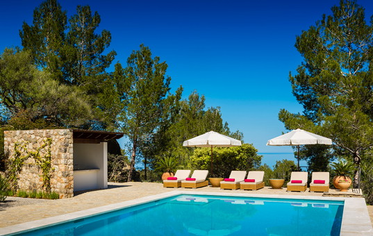 <a href='/holiday-villa/spain.html'>SPAIN</a> - <a href='/finca/spain/balearic-islands.html'>BALEARIC ISLANDS</a>  - <a href='/finca/spain/mallorca.html'>MAJORCA</a> - Banyalbufar - Son Balagueret - Luxury villa Mallorca with heated pool and service