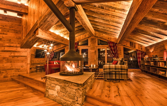 Frankreich - ALPS - Val d'Isère - Chalet Sequoia - Large living area with fireplace in ski chalet Val d'Isère