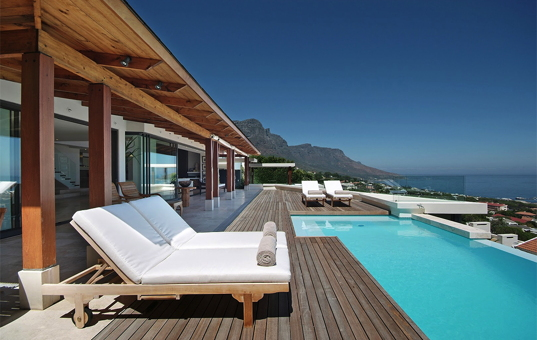 Afrika - SOUTH AFRICA - CAPE REGION - Camps Bay - Villa Ava - Magnificent sea view from the pool of luxury villa in Camps Bay