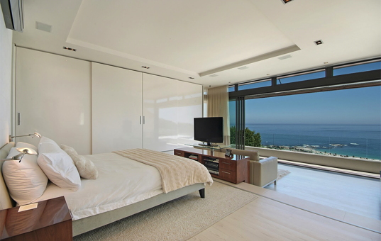 Afrika - SOUTH AFRICA - CAPE REGION - Camps Bay - Villa Ava - Bedroom with gorgeous sea view Camps Bay