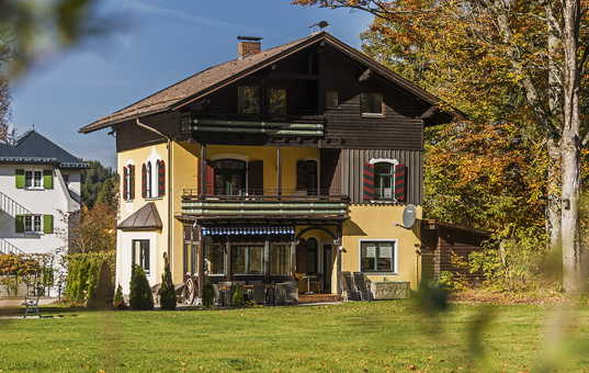 <a href='/holiday-villa/germany.html'>GERMANY</a> - <a href='/holiday-villa/germany/bavaria.html'>BAVARIA</a>  - Hohenschwangau - Chalet Ludwig - quiet position in a large park