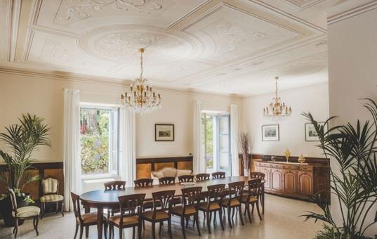 Italien - LAGO DI COMO - Limonta - Villa Aura Bellagio - Dining room villa along Lake Como