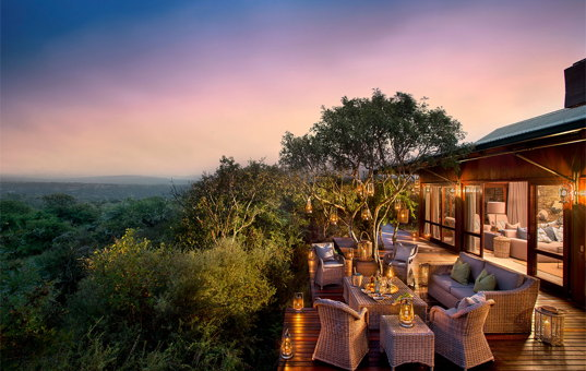 Afrika - SOUTH AFRICA - CAPE REGION - Kwandwe Game Reserve / Ost-Kap - Kwandwe Ecca Lodge - The light of Africa from terrace of Kwnadwe Ecca Lodge