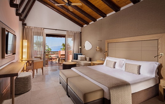 Spanien - CANARY ISLANDS - TENERIFE - Guia de Isora - The Ritz-Carlton Abama, Tagor Villas - spacious bedroom of villa with ocean view in Tenerife