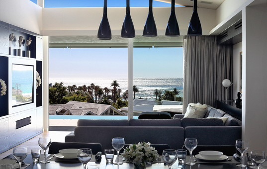 Afrika - SOUTH AFRICA - CAPE REGION - Camps Bay - Camps Bay View - dining and living room view of vacation villa in Camps Bay