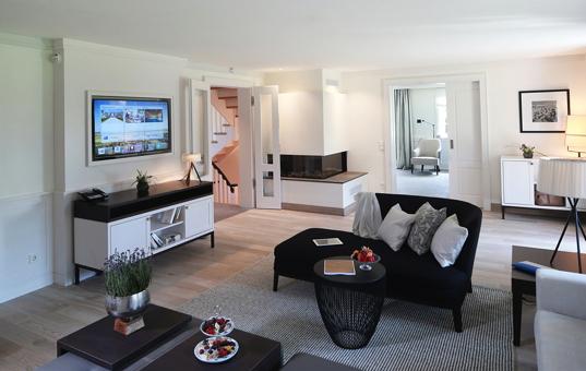 Deutschland - NORTHERN GERMANY - SYLT - Keitum - Villa Severins - Wohnzimmer Villa Sylt Black + White Style