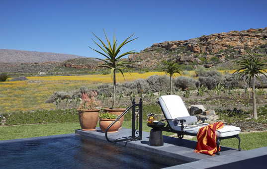 Afrika - SOUTH AFRICA - CAPE REGION - Clanwilliam - Cederberg House Bushmans Kloof - pool deck with country views