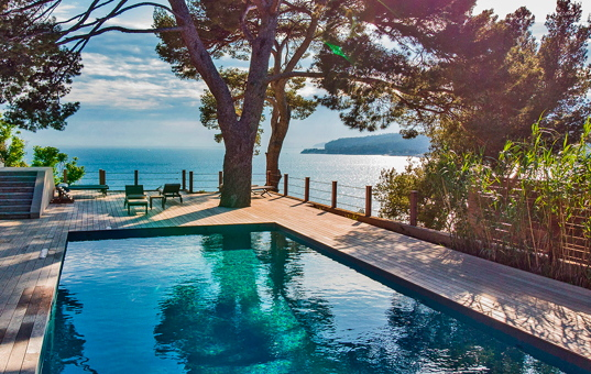 Frankreich - COTE D'AZUR - Cassis - Domaine de Canaille - view from villa by the sea with pool in Cote d'Azur