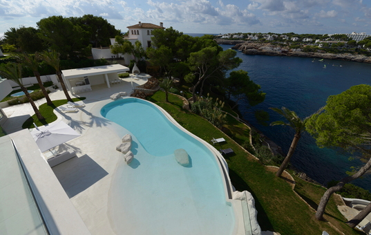 <a href='/holiday-villa/spain.html'>SPAIN</a> - <a href='/finca/spain/balearic-islands.html'>BALEARIC ISLANDS</a>  - <a href='/finca/spain/mallorca.html'>MAJORCA</a> - Cala D'Or - Villa Cala Ferrera -