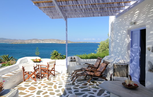 ferienvilla paros mieten mit pool am meer griechenland. Black Bedroom Furniture Sets. Home Design Ideas