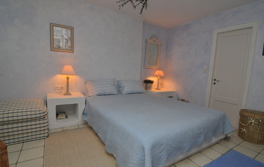 Griechenland - CYCLADES - PAROS - Akrotiri - Spiti Hera - Spacious double bedroom on lower level
