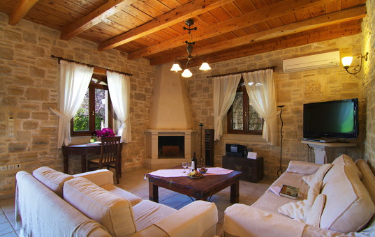 Griechenland - CRETE - Prines - Villa Aphrodite - Cozy living room with seating opportunities and a fireplace