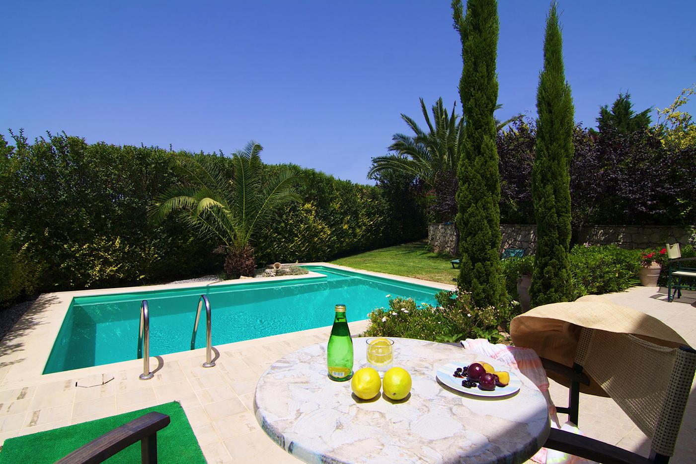 villa aphrodite mit pool und meerblick auf kreta domizile reisen. Black Bedroom Furniture Sets. Home Design Ideas