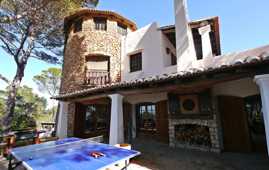 <a href='/holiday-villa/spain.html'>SPAIN</a> - <a href='/finca/spain/balearic-islands.html'>BALEARIC ISLANDS</a>  - <a href='/finca/spain/ibiza.html'>IBIZA</a> - San Antonio - Villa Colina - holiday villa with special architecture