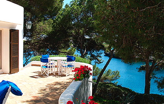 Spanien - BALEARIC ISLANDS - MAJORCA - Cala d`Or - Villa Mondrago - terrace with sea views