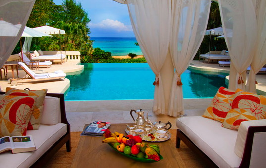 Karibik - Ocho Rios - Roaring Pavilion - Covered terrace with cozy seating opportunities and large inifinity pool with be
