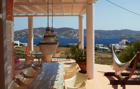 <a href='/holiday-villa/greece.html'>GREECE</a> - <a href='/holiday-villa/greece/cyclades.html'>CYCLADES</a>  - <a href='/holiday-villa/greece/syros.html'>SYROS</a> - Finikia - Villa Ilioupolis - terrace with sea views