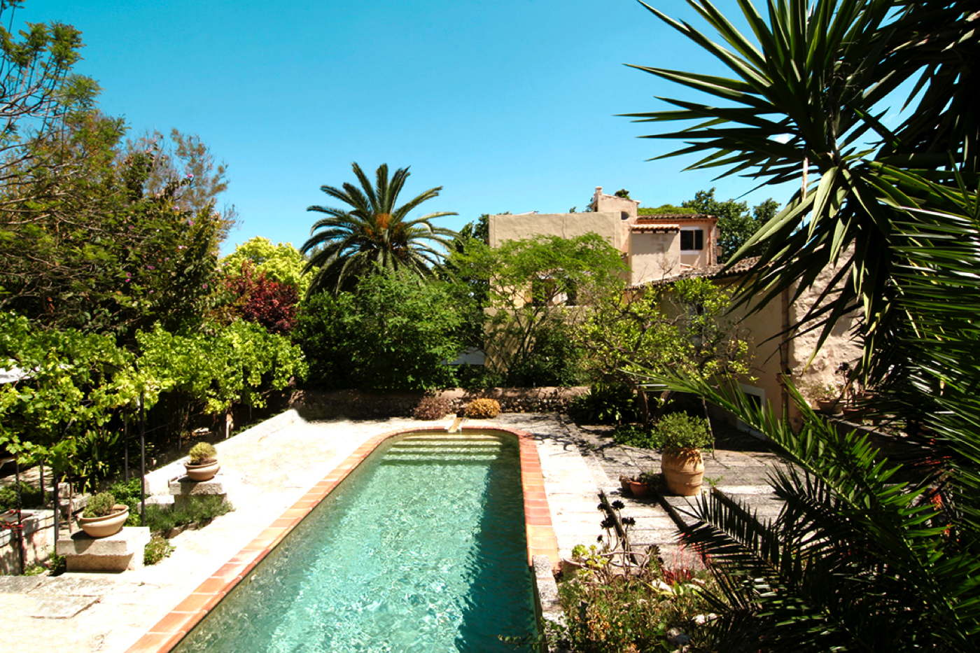 Stylish design hotel with pool and breakfast in finca in for Kapfer pool design mallorca